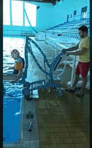 Dizalo za spuštanje i podizanje osoba iz bazena