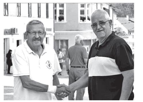 Simbolična primopredaja dužnosti između dosadašnjeg predsjednika Petra Peraice (lijevo ) i novog predsjednika Miroslava Širinića (desno).